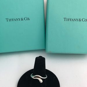 Tiffany & Co Elsa Peretti wave teardrop ring